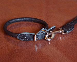 Läderhalsband, rundsytt svart